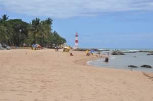 Praia do Farol de Itapuã  - Praias-360