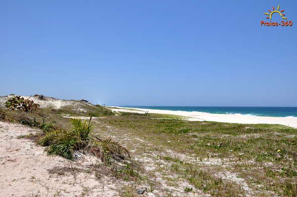 Resultado de imagem para Praia do Dentinho, no distrito de Praia Seca